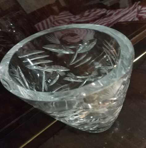 Продам: Шикарная тяжелая стеклянная ваза