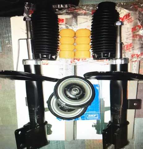 Продам: Комплект передних аморизаторов + опоры +