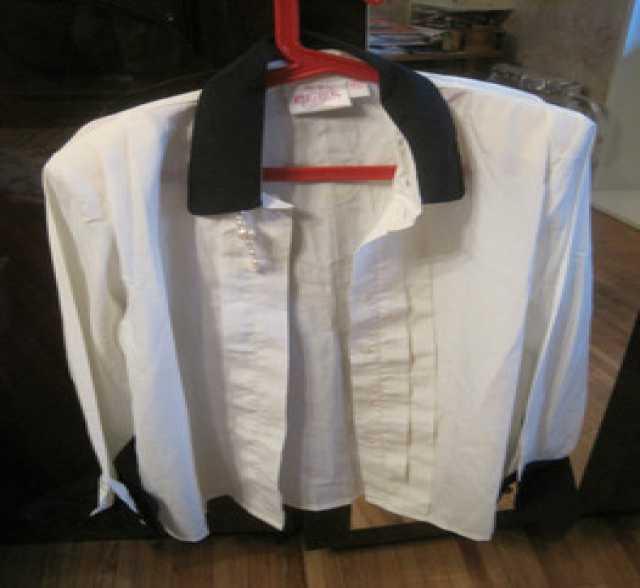 Продам: Блузка бело-кремовая S