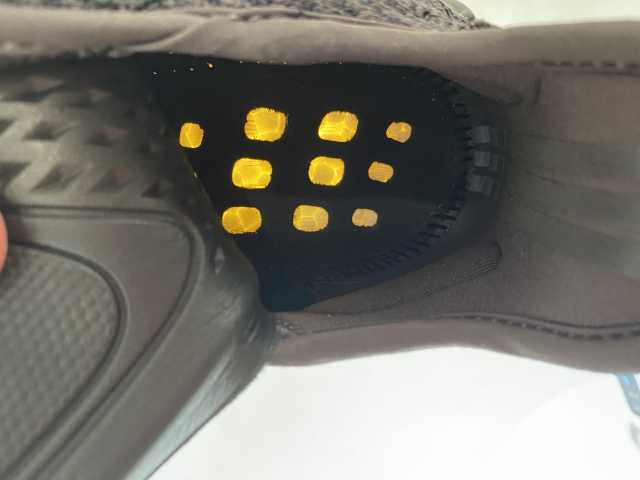 Продам: Yeezy boost 350 V2 black