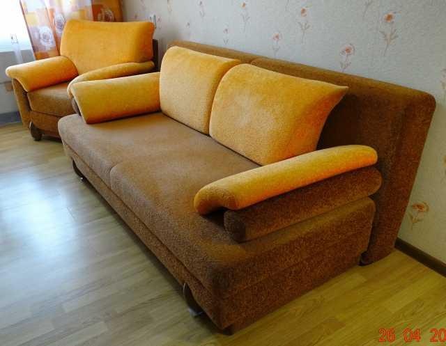 Продам: Диван 1,08Х2,05м с креслом 86(гл)х98(ш)