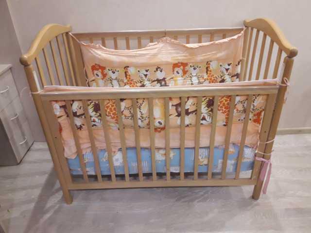Продам: Детская кроватка с матрасом и бортиками