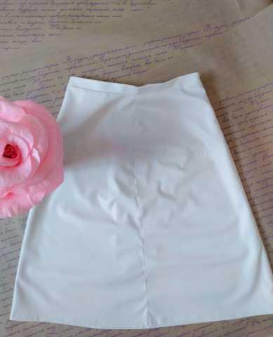 Продам Красивая белая юбка из экокожи