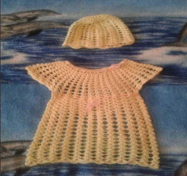 Отдам даром: Вязаное платье на девочку