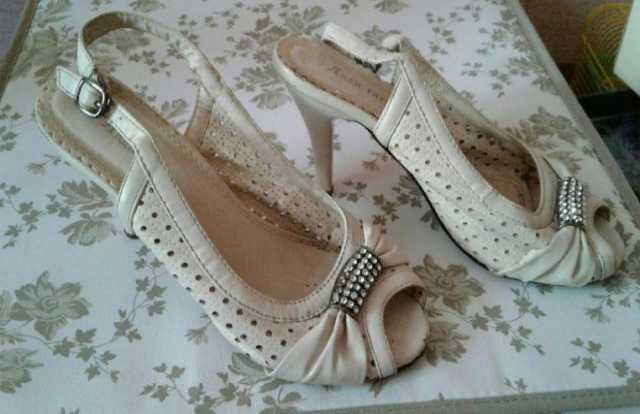 Отдам даром: Туфли размер 37