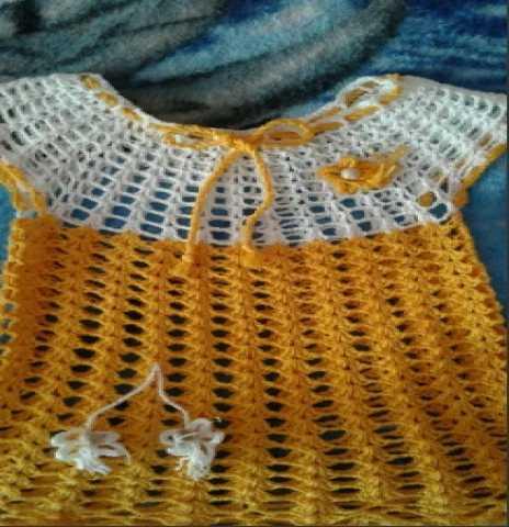 Отдам даром: Вязаное платье на девочку с 2 шапочками