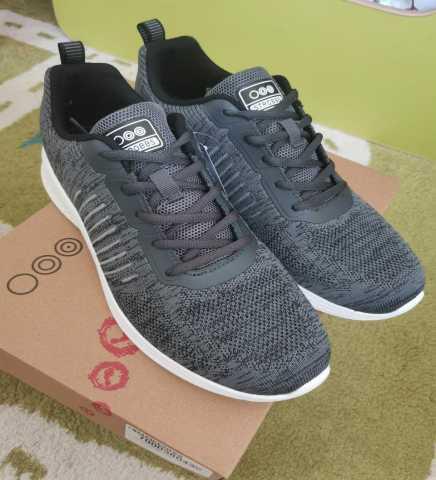 Продам: Кроссовки новые