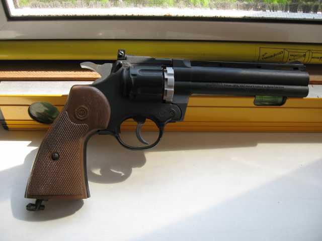 Продам Пневматический пистолет Crosman