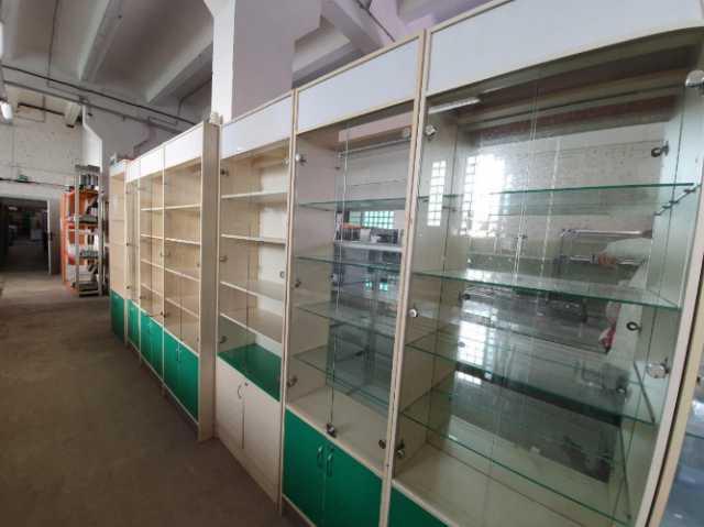 Продам: Витрины торговые со стеклом