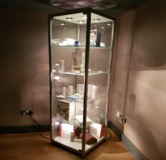 Продам: Витрина стеклянная на замочке, торговая