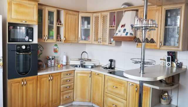 Продам: Кухонный угловой гарнитур