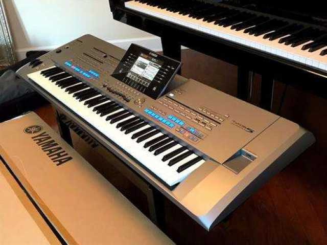 Продам Yamaha Tyros5 76 Key Arranger Workstatio