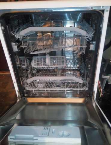 Продам: Посудомоичная машина