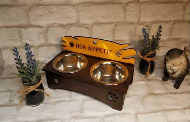 "Продам: Подставка под миски ""Bon appetit"" на 2 м"