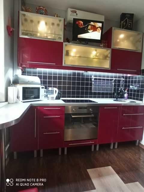 Продам: Кухонный гарнитур с встроенной техникой