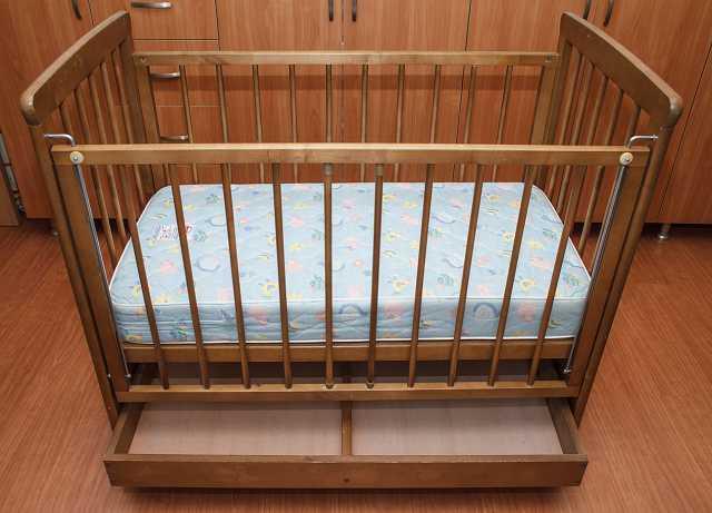 Продам Детская кроватка с матрасом