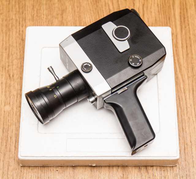 Продам: Кинокамера пленочная Кварц 1*8С-2