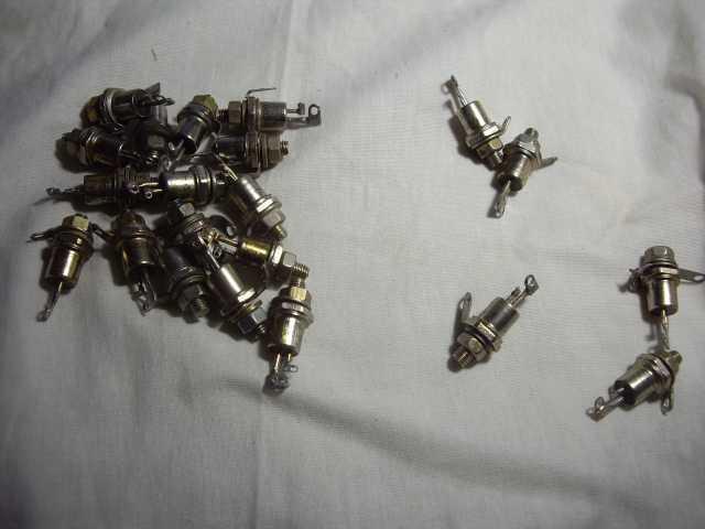 Продам: Тиристор симметричный ТС 122-25-8
