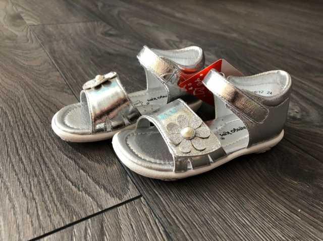 Продам: Босоножки для девочки новые