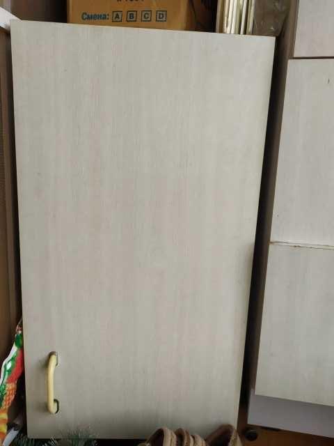 Продам: Светлый хозяйственный шкаф