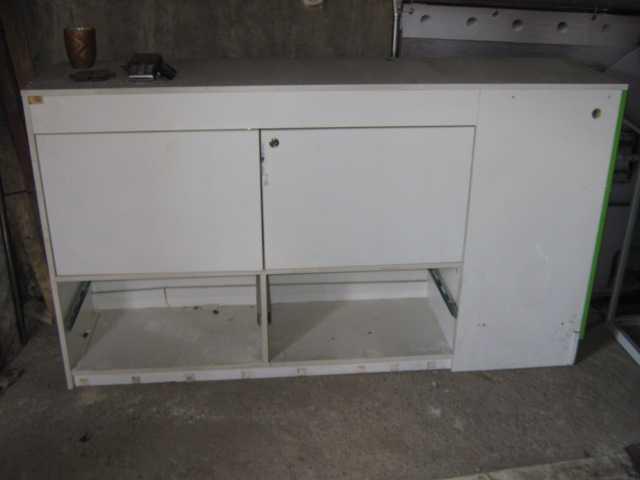 Продам: Стол белый - витрина