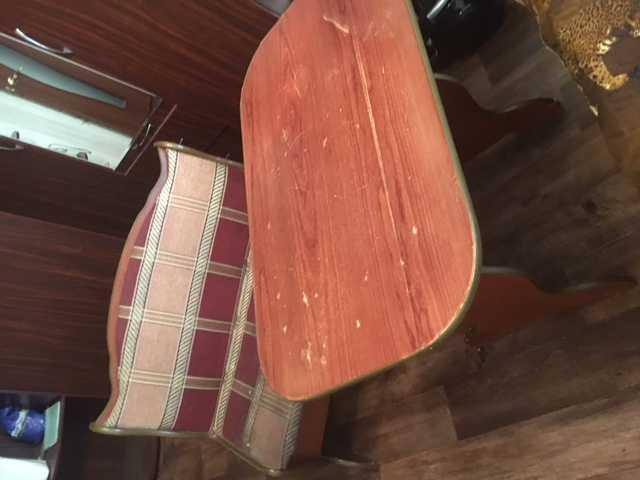 Продам: Стол, диванчик