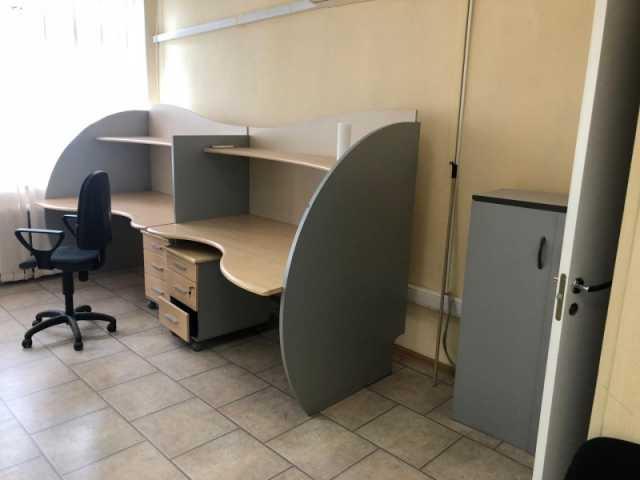 Продам: Офисная мебель - 14 предметов