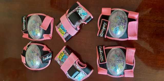 Продам: Защитный комплект для катания на роликах