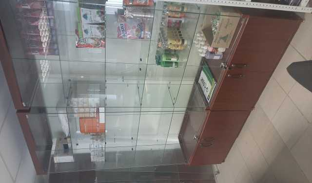 Продам: Шкафы стеклянные с замком