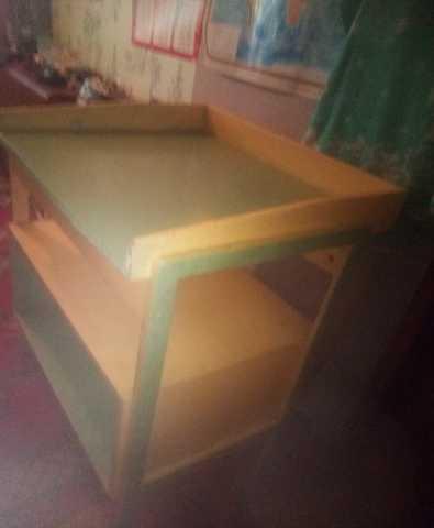 Продам: Стол пеленальный, с полочками