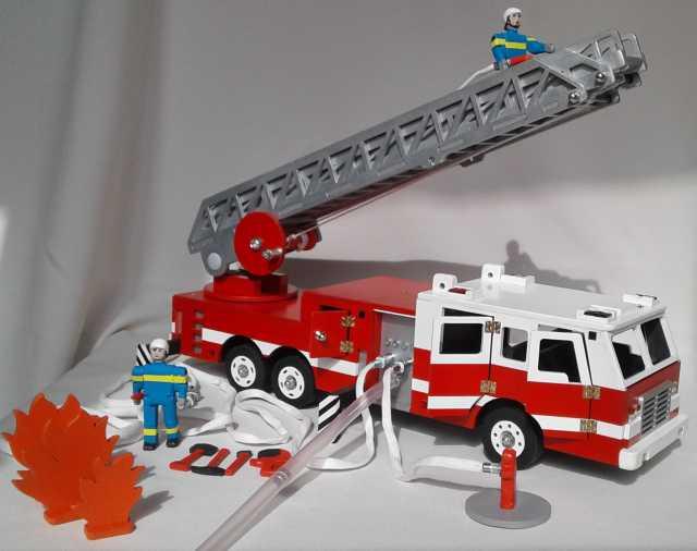 Продам: Пожарная машина с лестницей