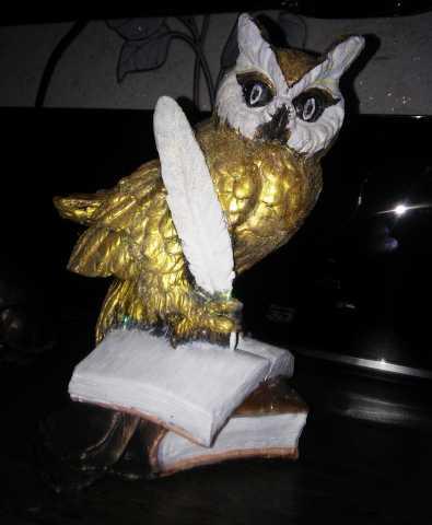 Продам: Статуэтка Сова ученая с пером на книгах