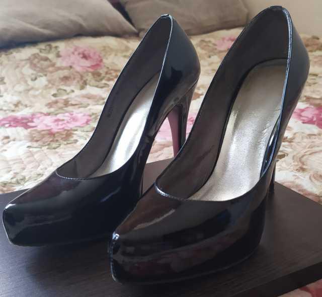 Продам: Чёрные лаковые туфли