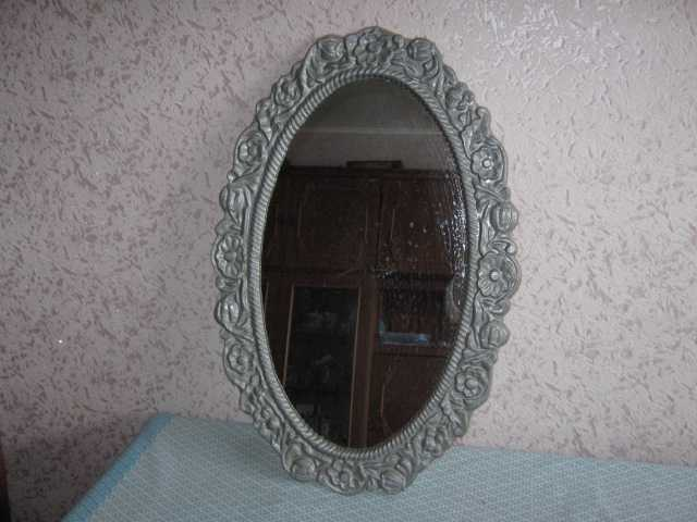 Продам: Зеркало овальное в металл. раме 67х43 см