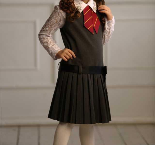Продам: Сарафан школьный серый, галстук бордовый