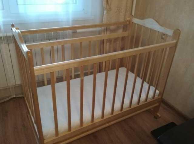 Продам: Кроватка с матрасом
