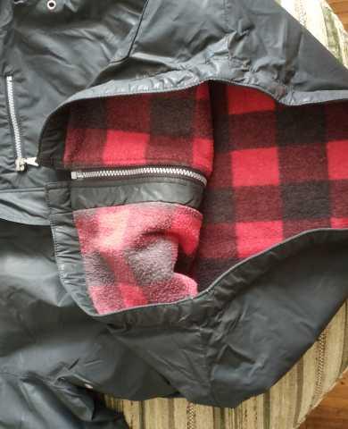 Продам: Качественная чёрная куртка с утеплителем