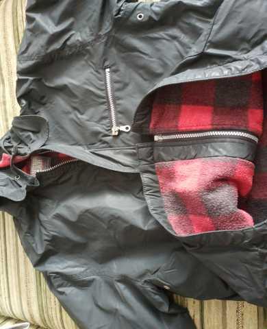 Продам: Куртка с капюшоном демисезонная мальчику