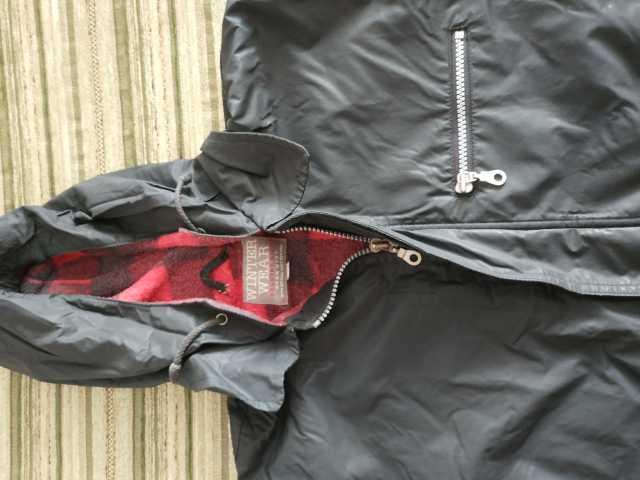 Продам: Куртка для мальчика с капюшоном - обмен