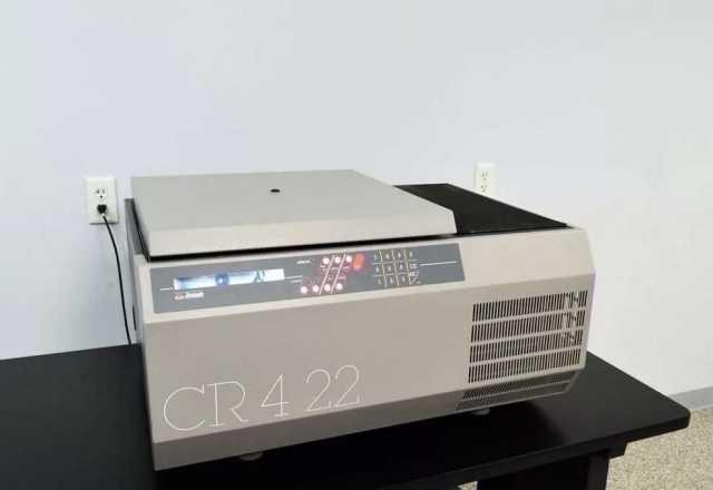 Продам: Центрифуга JOUAN CR4-22