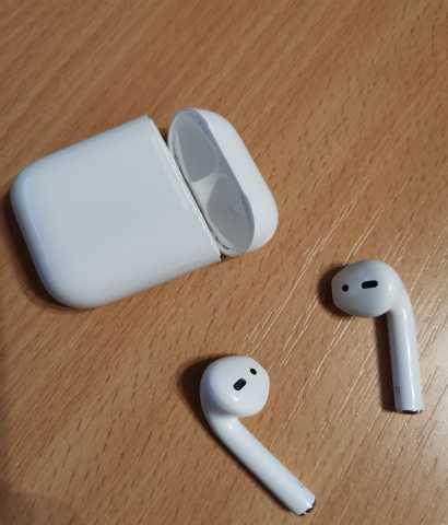 Продам наушники Apple AirPods 2