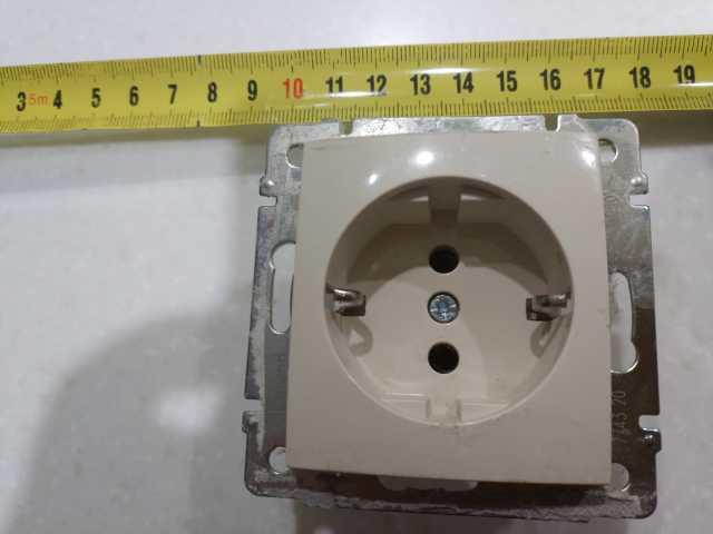 Куплю: розетки встройку внутр (как на фот