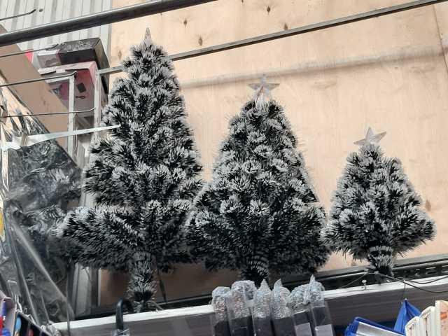 Продам: Новогодние ёлки с встроенными гирляндами
