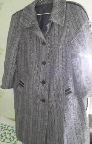 Продам: Пальто серое в полоску рукав реглан