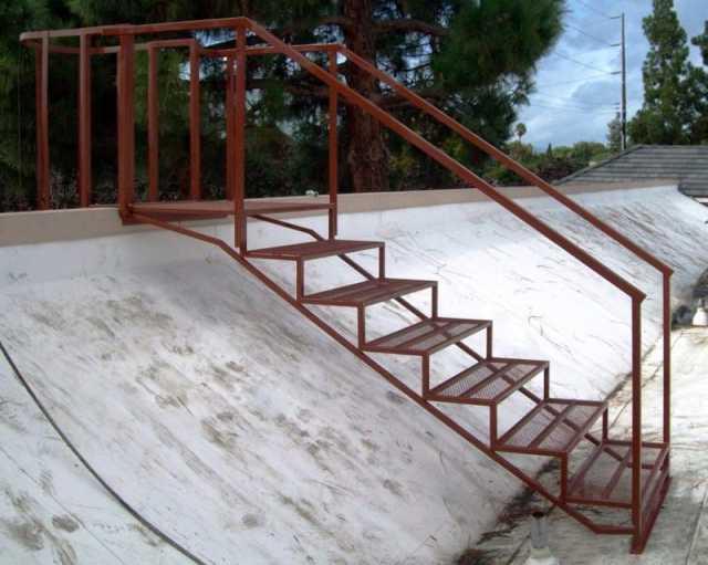 Продам: изготовление лестниц из металла