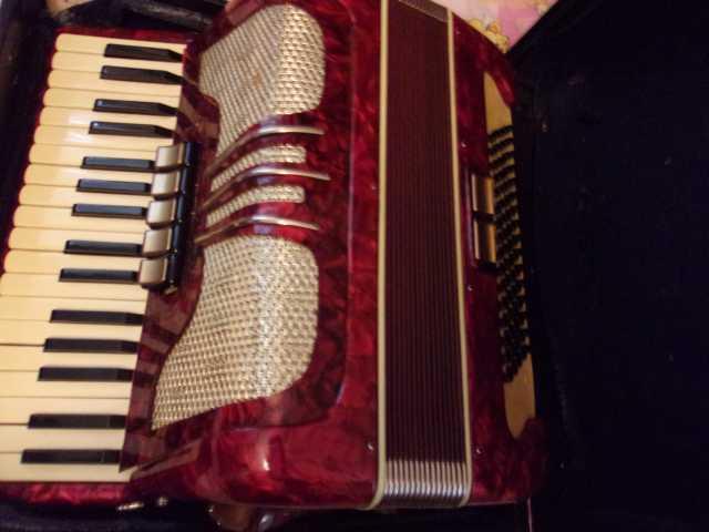 Продам: аккордеон немецкий