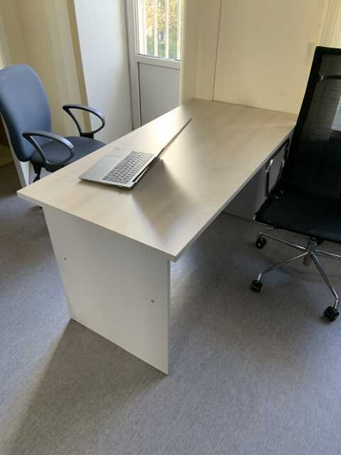 Продам: стол, шкаф