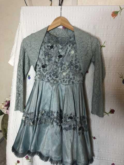 Продам: Нарядное платье 7 лет