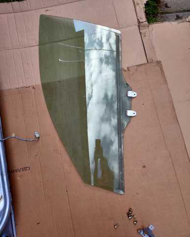 Продам: стекло двери хонда аккорд7