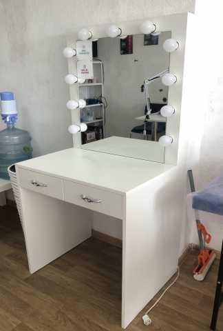Продам: Туалетный столик с лампами
